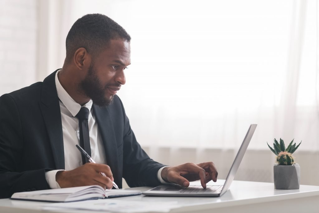 freelance worker concentrating on how to make a good freelancer profile